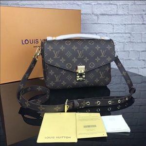 Louis Vuitton Métis bag